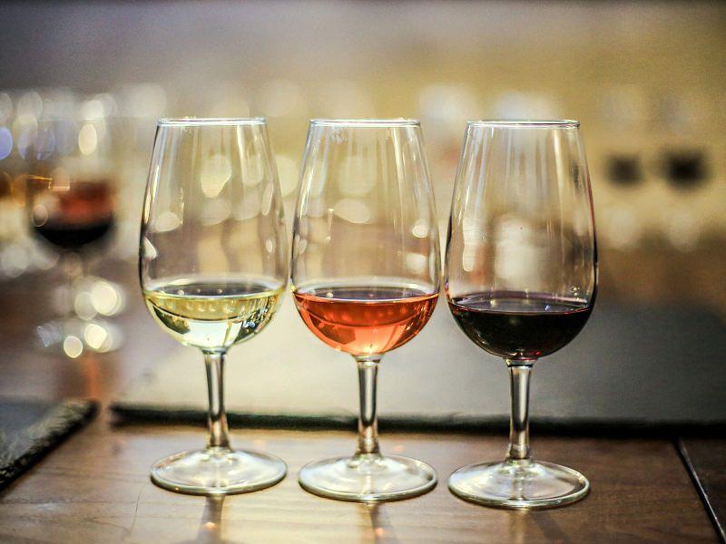 6-vinho-branco-rose-e-tinto-para-buffet-de-casamento
