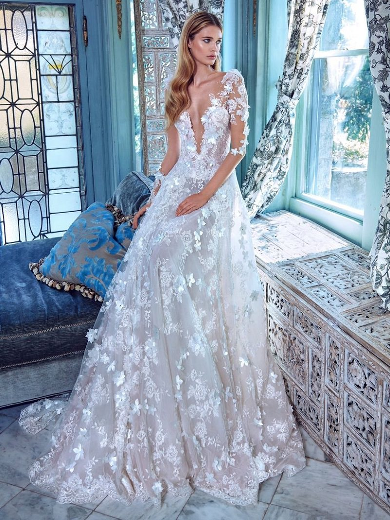 7-vestido-de-noiva-tradicional-com-decote-e-rendas-com-flores