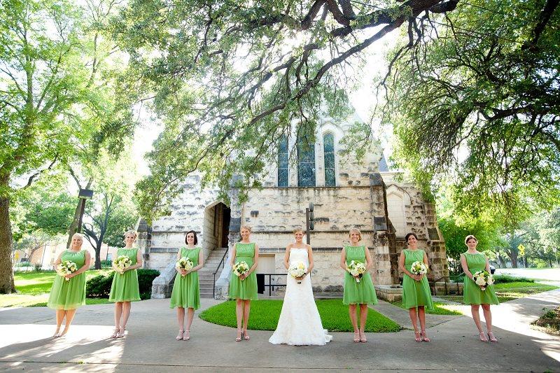 8-madrinhas-da-noiva-com-vestido-curto-verde-claro