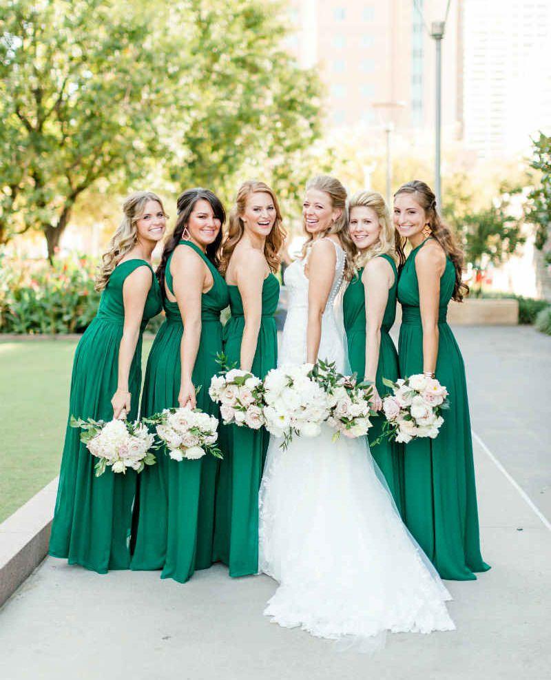9-madrinha-de-casamento-de-verde-escuro-com-noiva
