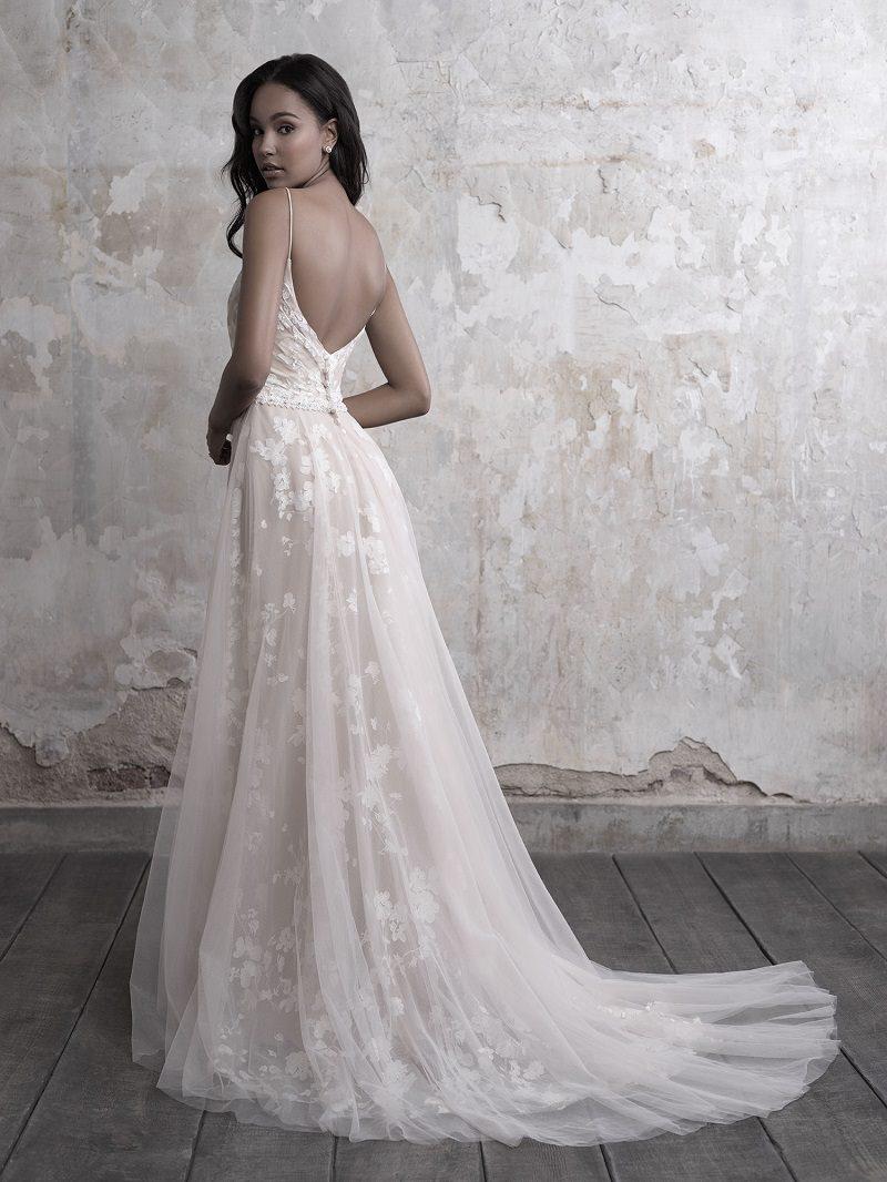 9-vestido-de-noiva-com-as-costas-de-fora-rendas-e-detalhes-florais