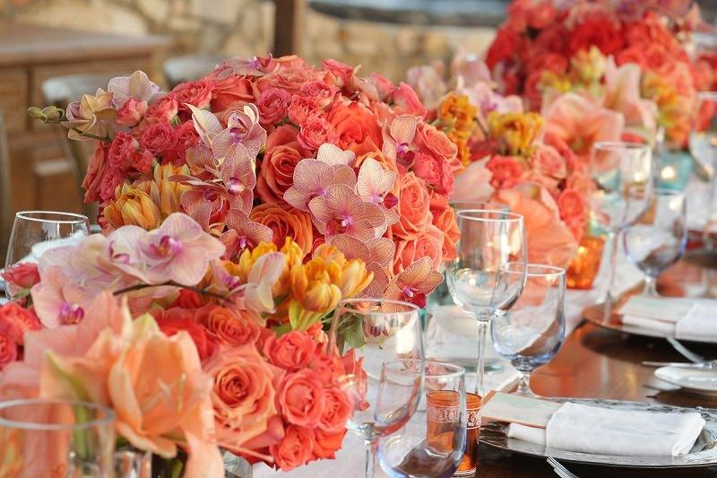 5-decoracao-floral-com-tonalidades-rosa-e-laranja