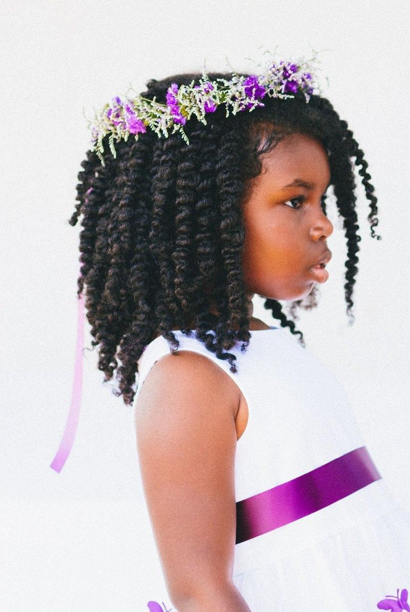 13-dama-de-honra-com-cabelo-cacheado-coroa