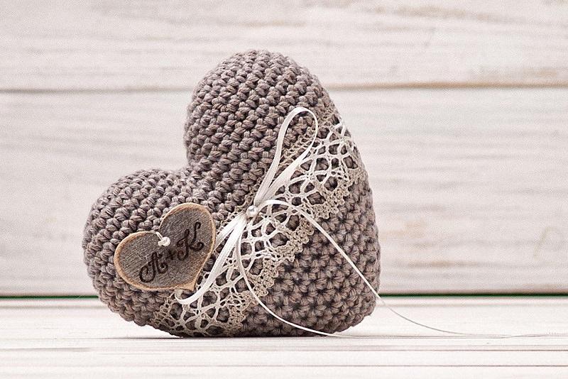 15-amofada-de-croche-aliancas-altar-casamento