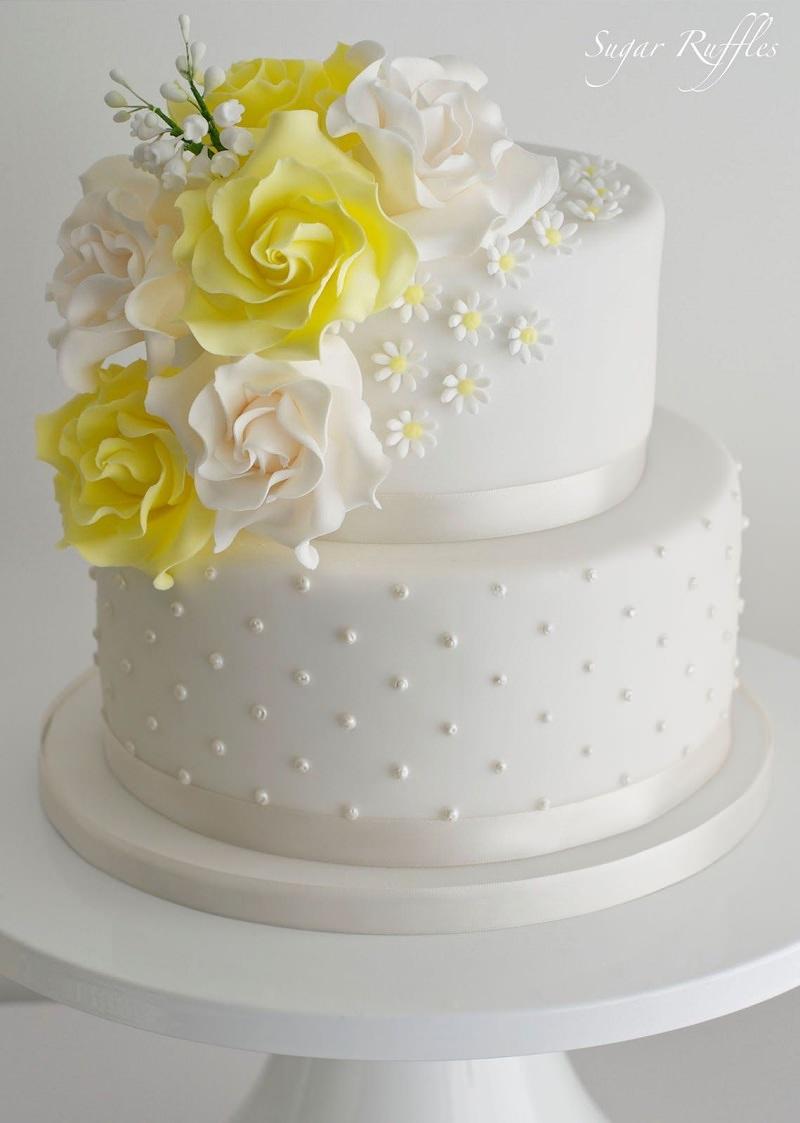 2-bolo-de-casamento-branco-com-detalhe-amarelo