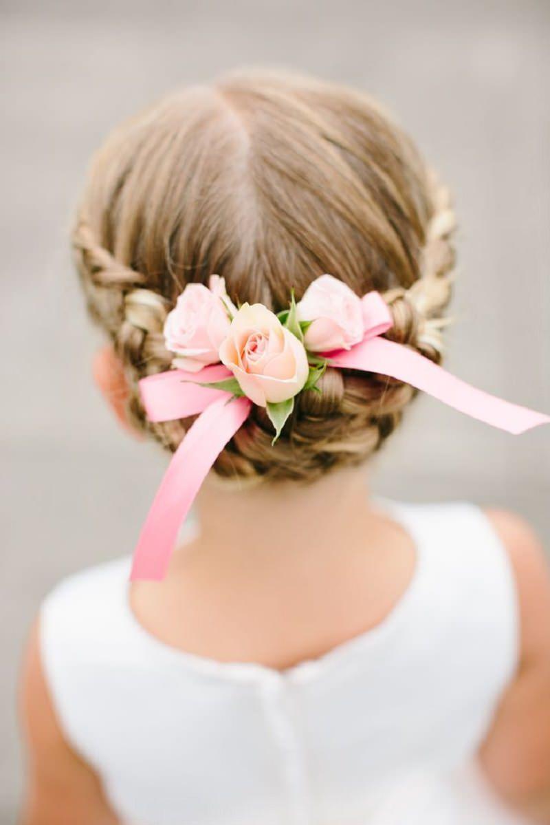 2-penteado-de-dama-de-honra-com-laco-e-flores