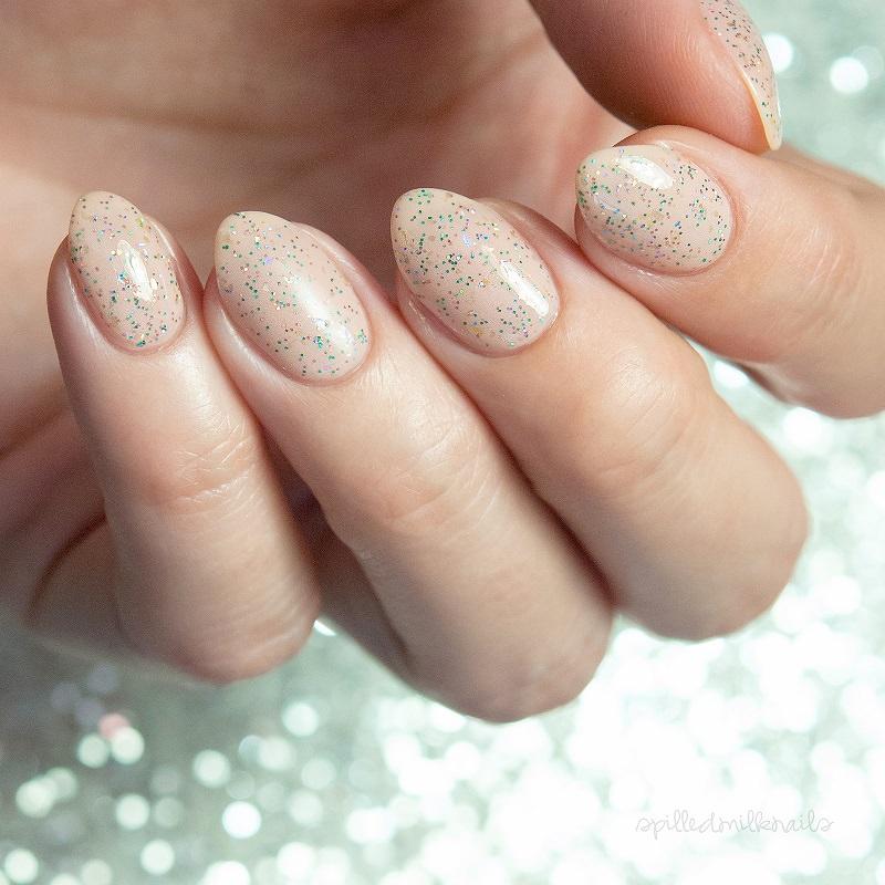 21-unha-de-noiva-nude-com-detalhes-glitter