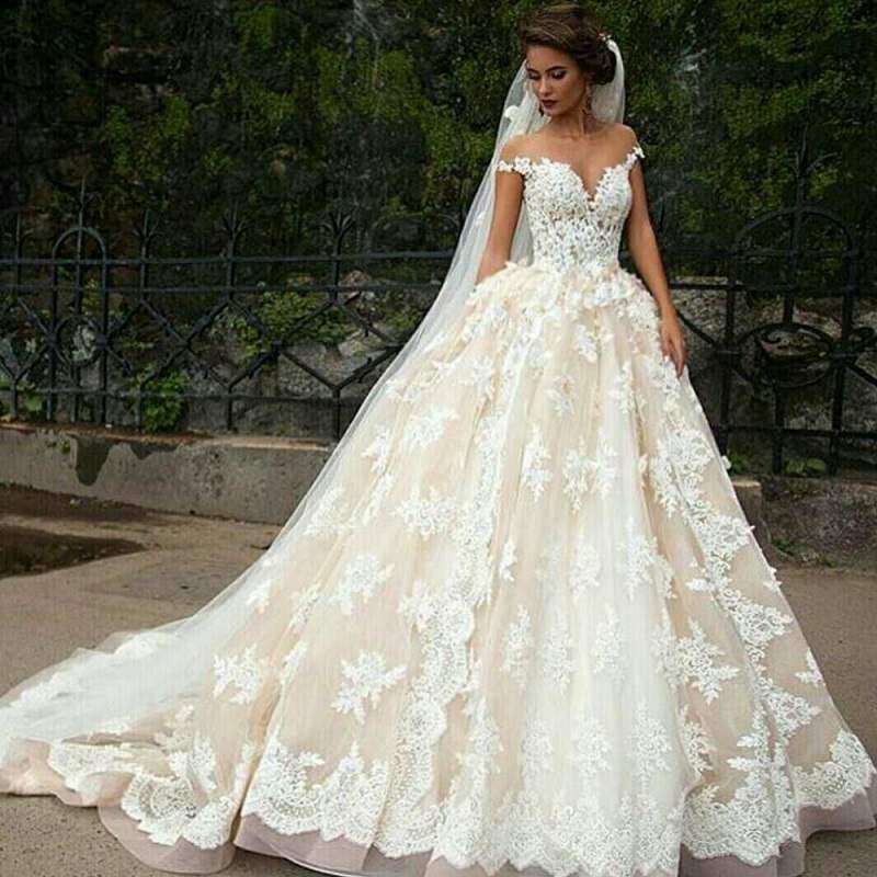 3-vestido-de-noiva-com-rendas-brancas-e-base-champagne