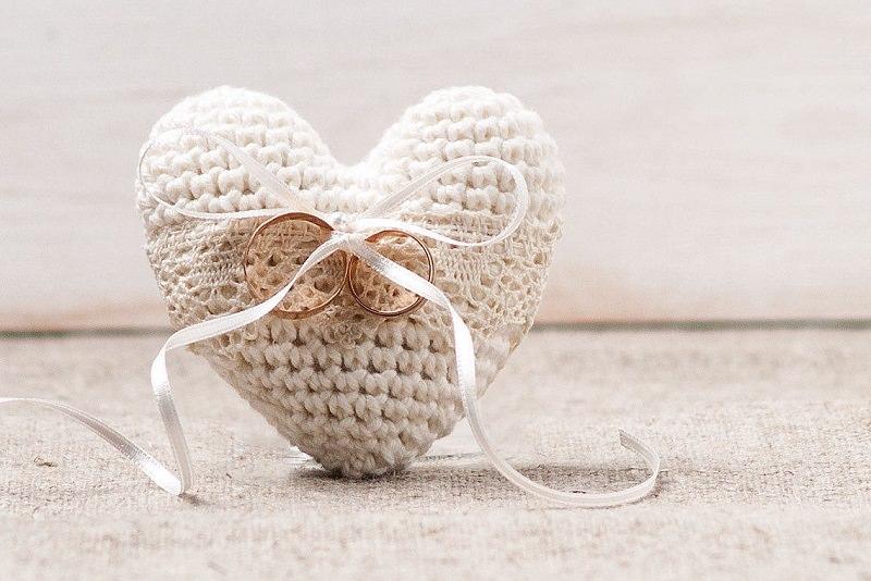 8-coracao-de-croche-para-amarrar-as-aliancas-casamento