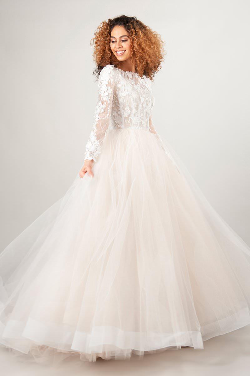 9-vestido-de-noiva-com-renda-e-manga-cumprida-e-tule