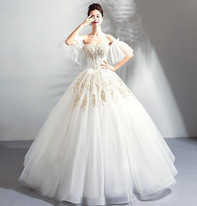 11-vestido-de-noiva-armado-com-detalhes-dourados