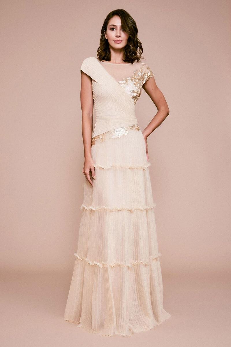 13-vestido-de-noiva-simples-com-detalhes-bordados-discretos-em-ouro