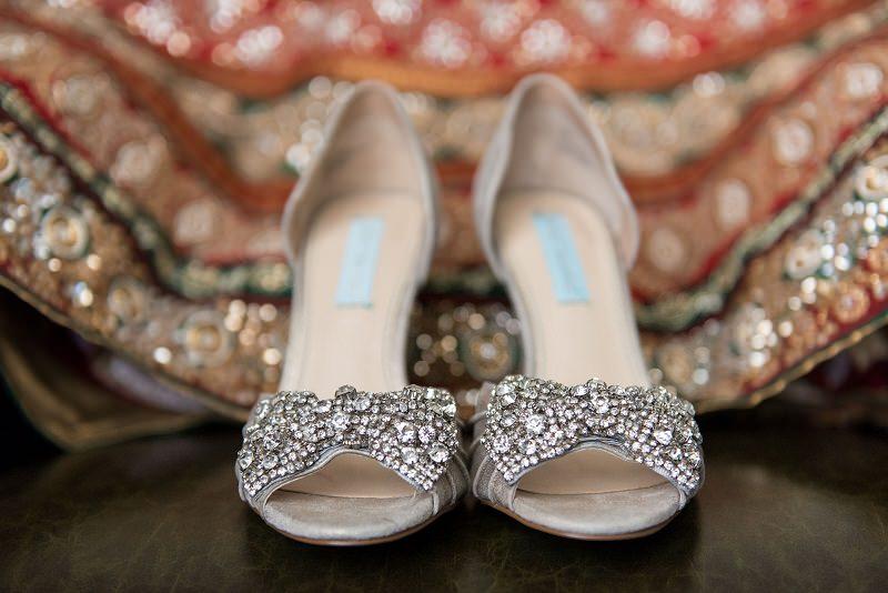 6-sandalia-de-noiva-prateada-metalizada-casamento