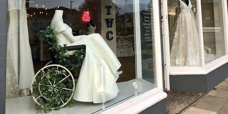 1-moda-inclusiva-vitrine-de-loja-com-manequim-cadeirante
