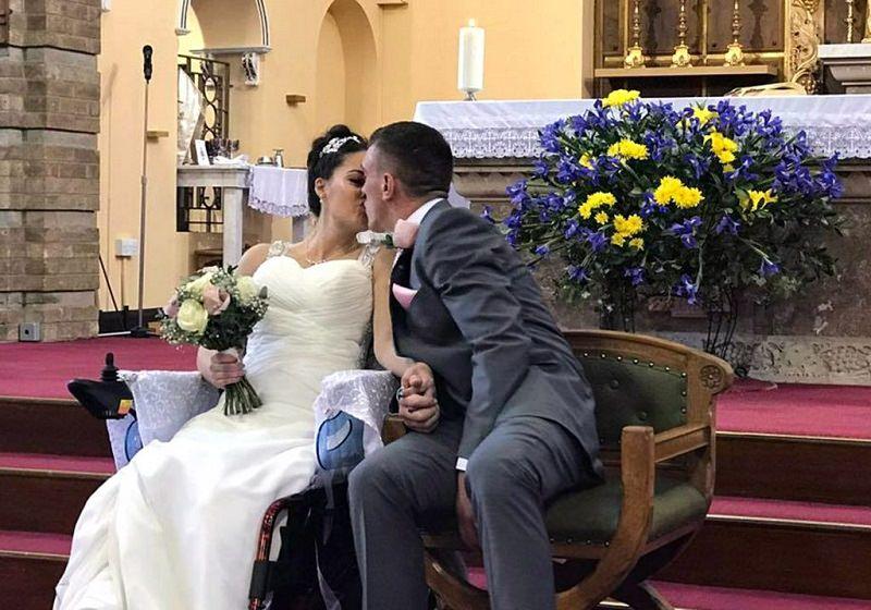 11-casamento-cadeirante-danca-dos-noivos