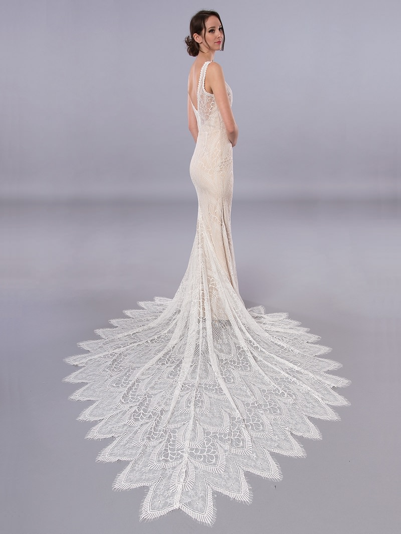 17-vestido-de-noiva-sereia-com-barra-bordada-para-noivas-magras