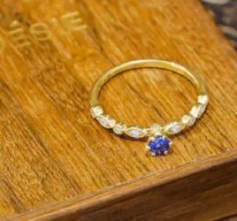 capa-anel-de-noivado-azul-poesie-joias-safira