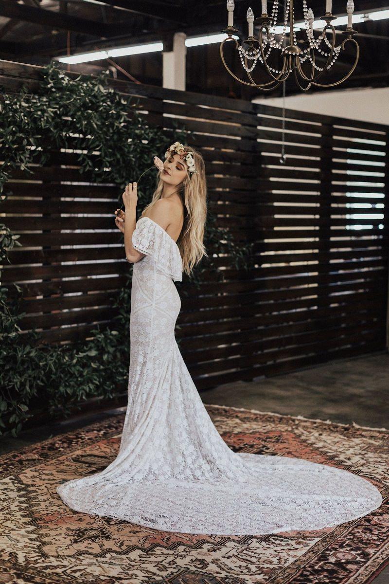 12-vestido-de-noiva-off-white-com-cauda-longa