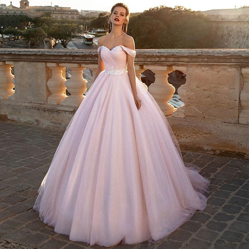 17-vestido-de-noiva-rosa-com-ombros-caidos