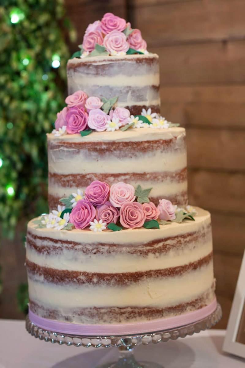 20-naked-cake-delicado-com-florzinhas-casamento