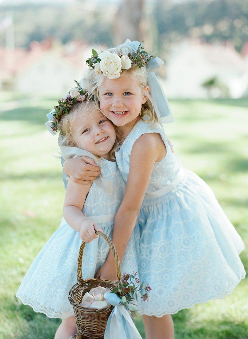 4-damas-de-honra-vestidos-azuis-cestinha-de-flores