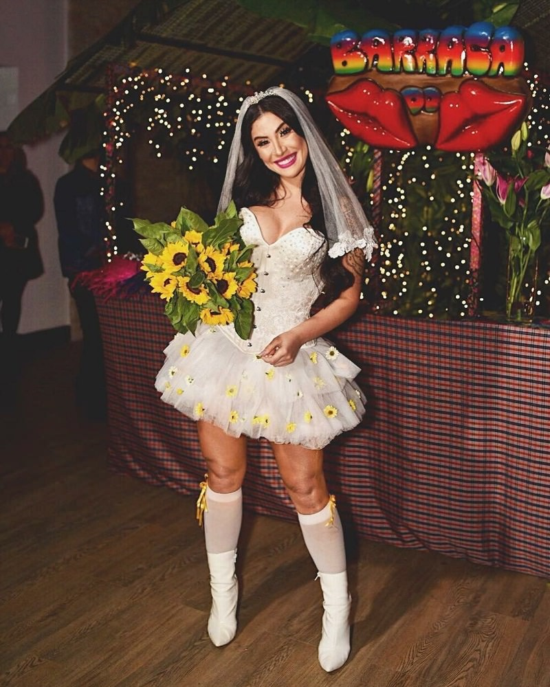 3-vestido-de-noiva-festa-junina-curto-branco-com-girassois