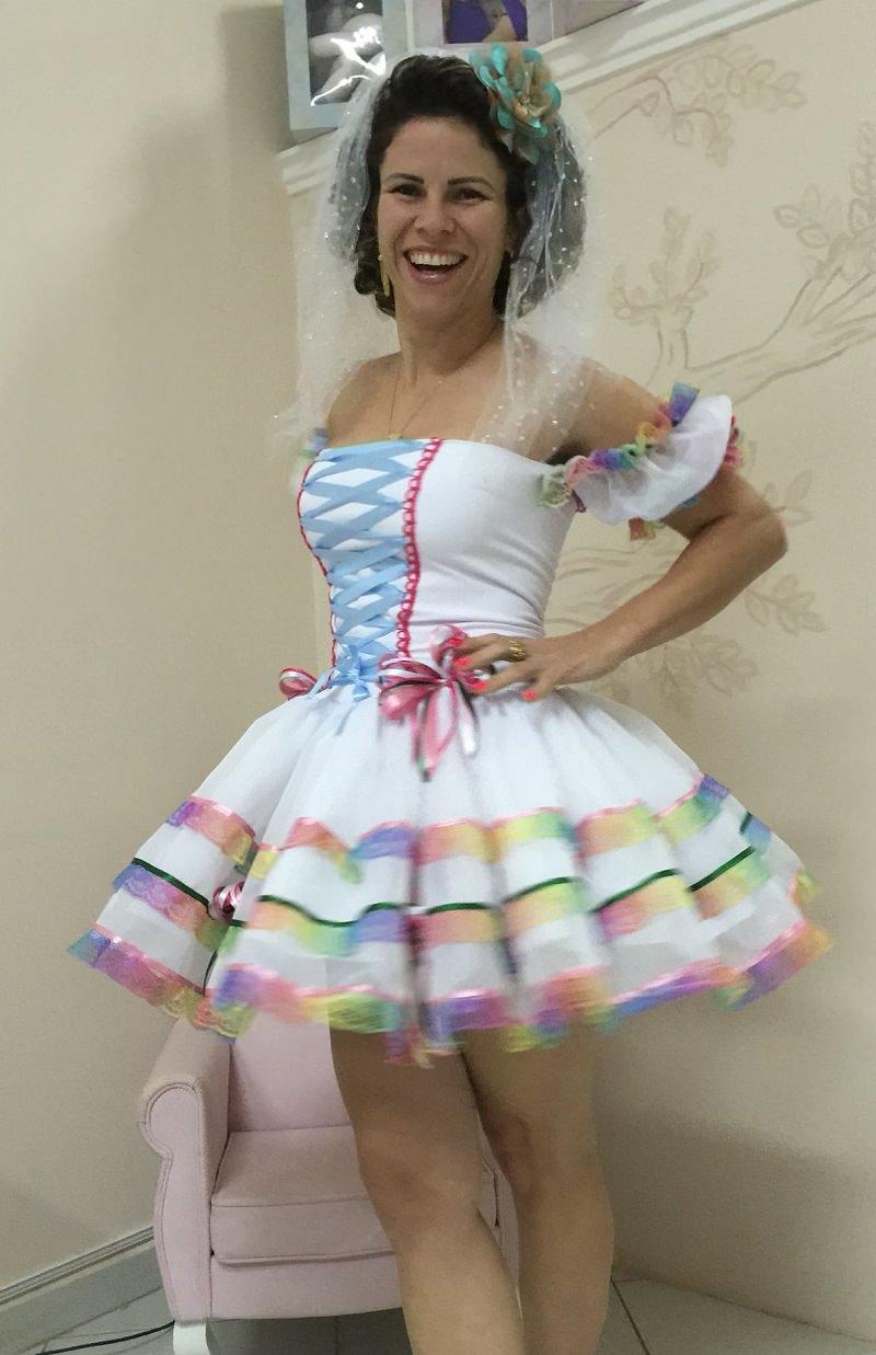 7-vestido-de-noiva-festa-junina-com-detalhes-coloridos