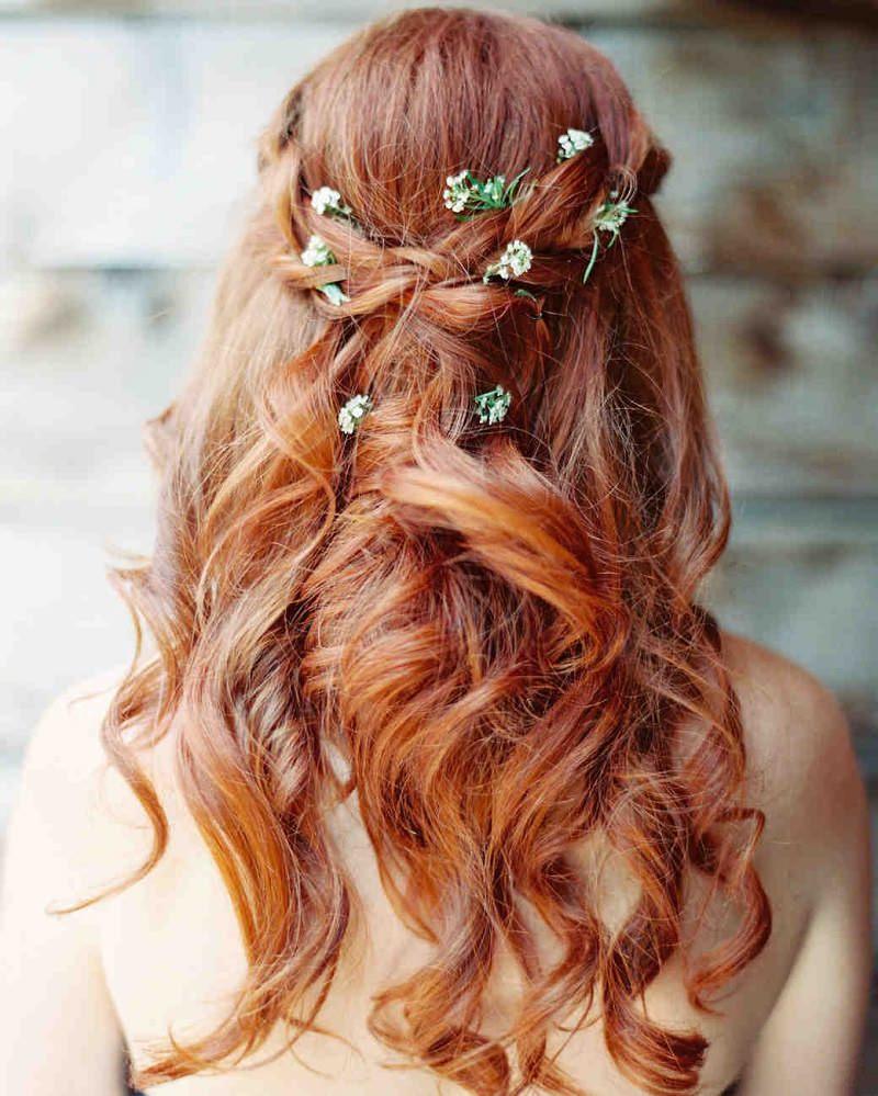 10-penteado-de-casamento-para-ruivas-com-flores-naturais