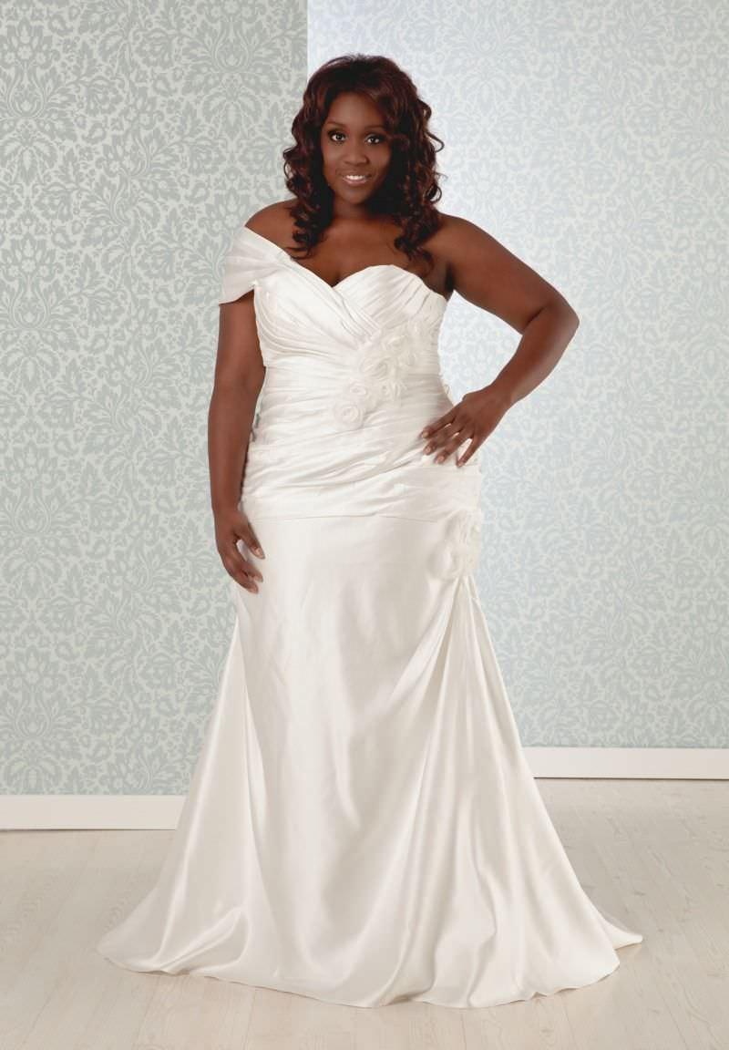 11-vestido-de-noiva-plus-size-modelo-de-um-ombro-so