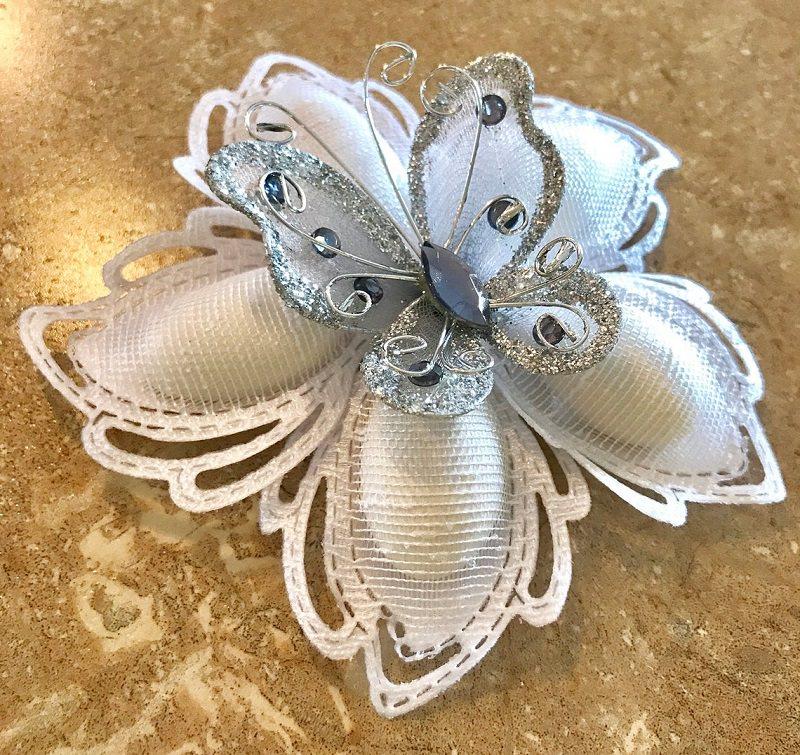 13-flor-de-amendoas-com-detalhe-de-borboleta-lembranca-de-casamento
