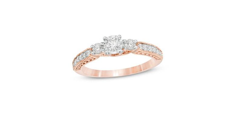 14-anel-de-noivado-delicado-com-tres-diamantes-centrais-e-lateral-com-detalhes-de-diamantes