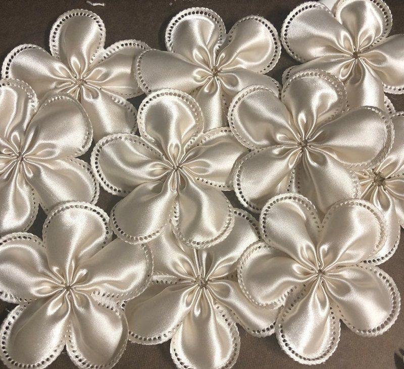 15-flor-de-casamento-em-tecido-com-amendoas-de-lembranca