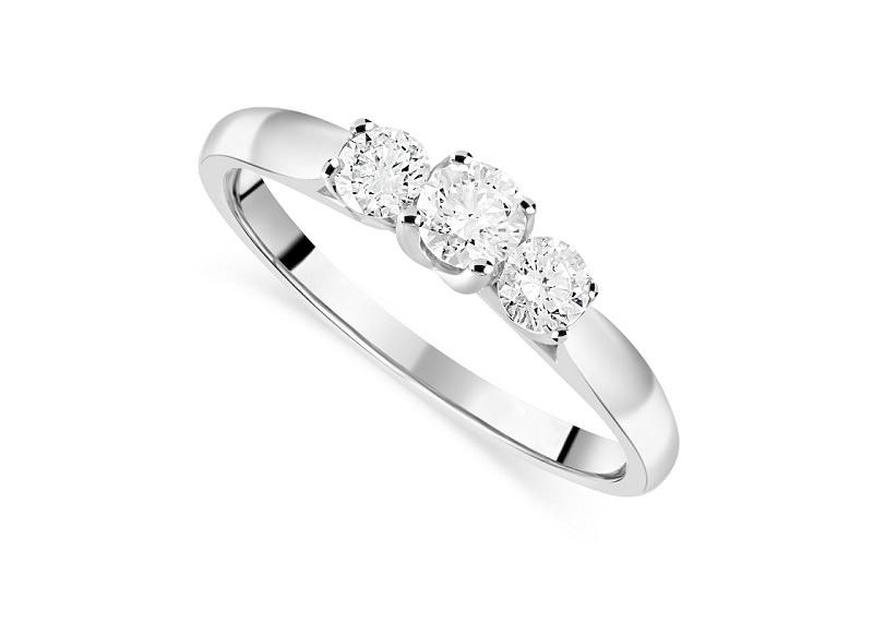 17-anel-de-noivado-delicado-com-tres-diamantes-centrais