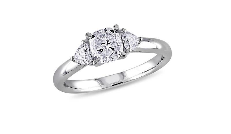 18-anel-de-noivado-tradicional-com-tres-diamantes-centrais