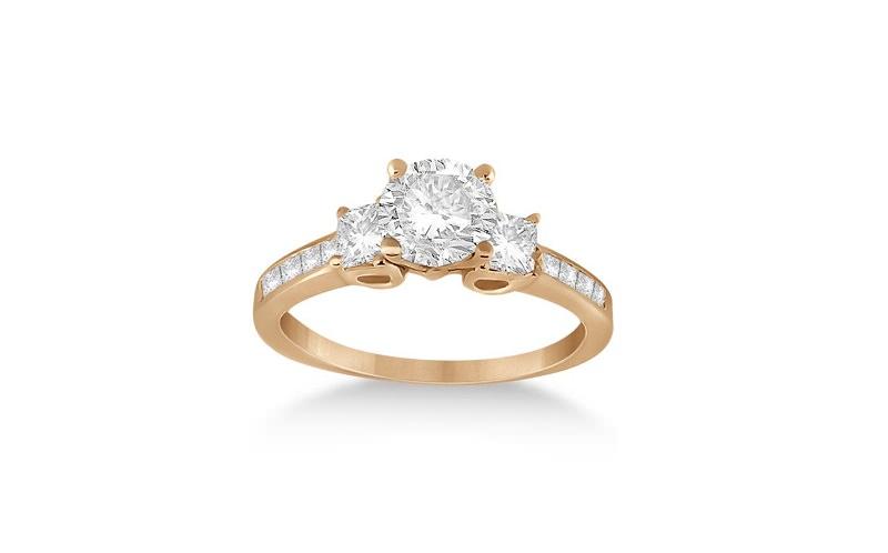 20-anel-de-noivado-diferente-delicado-tres-diamantes-centrais-e-diamantes-menores-em-volta