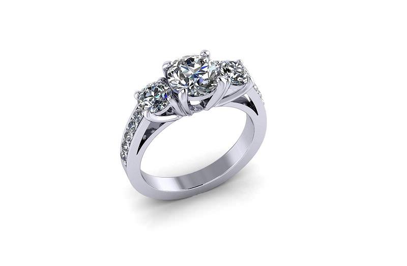 3-anel-de-noivado-com-tres-diamantes-centrais-e-diamantes-menores-na-lateral