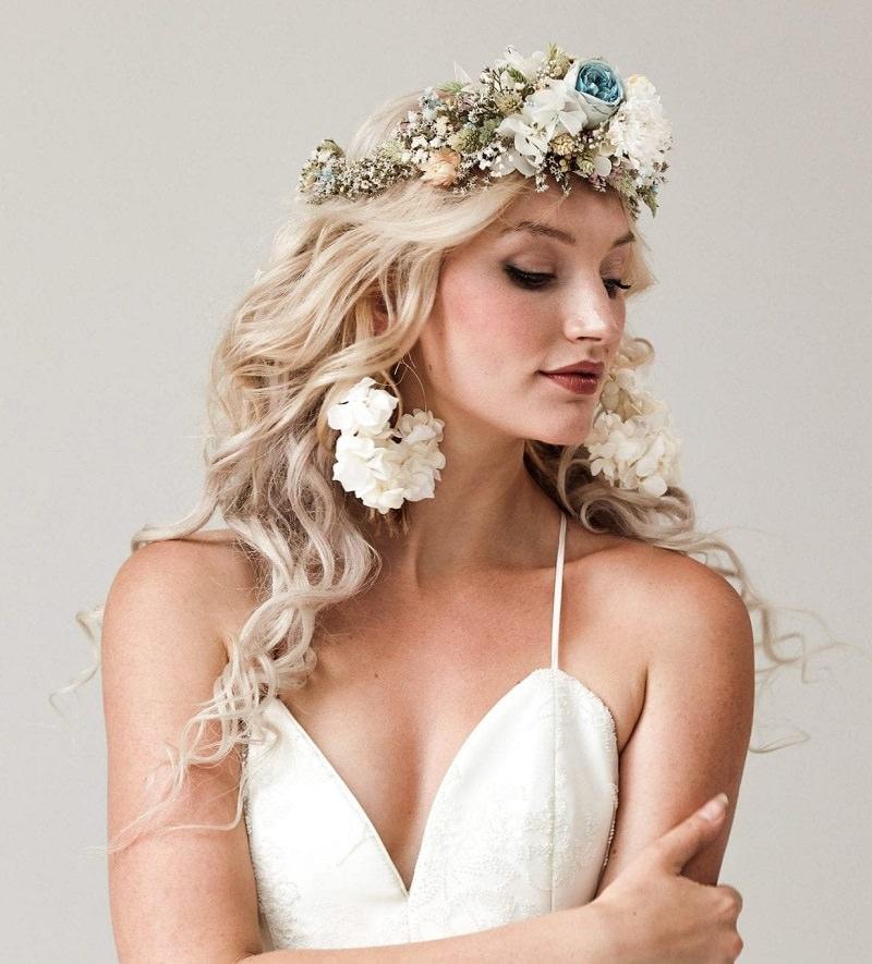 3-penteado-de-casamento-para-loiras-com-flores-naturais