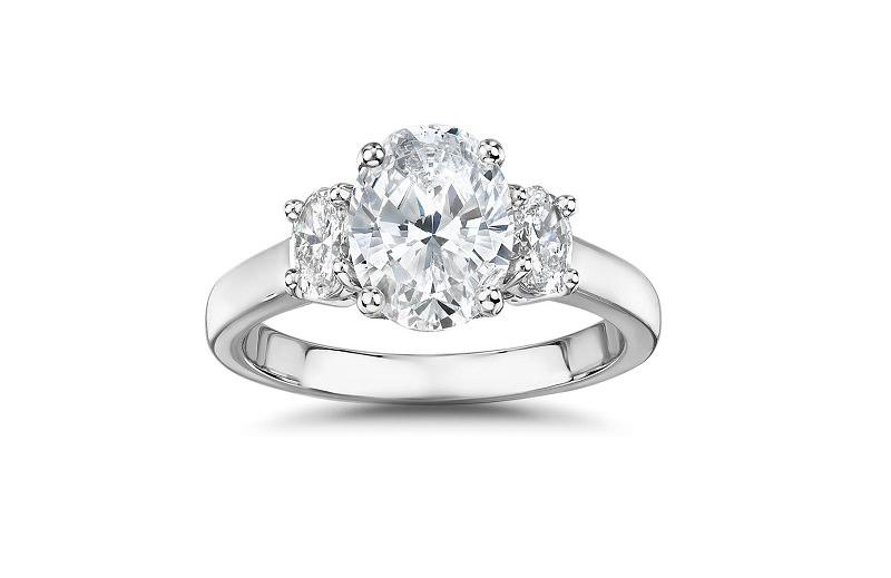 4-anel-de-noivado-com-tres-diamantes-centrais