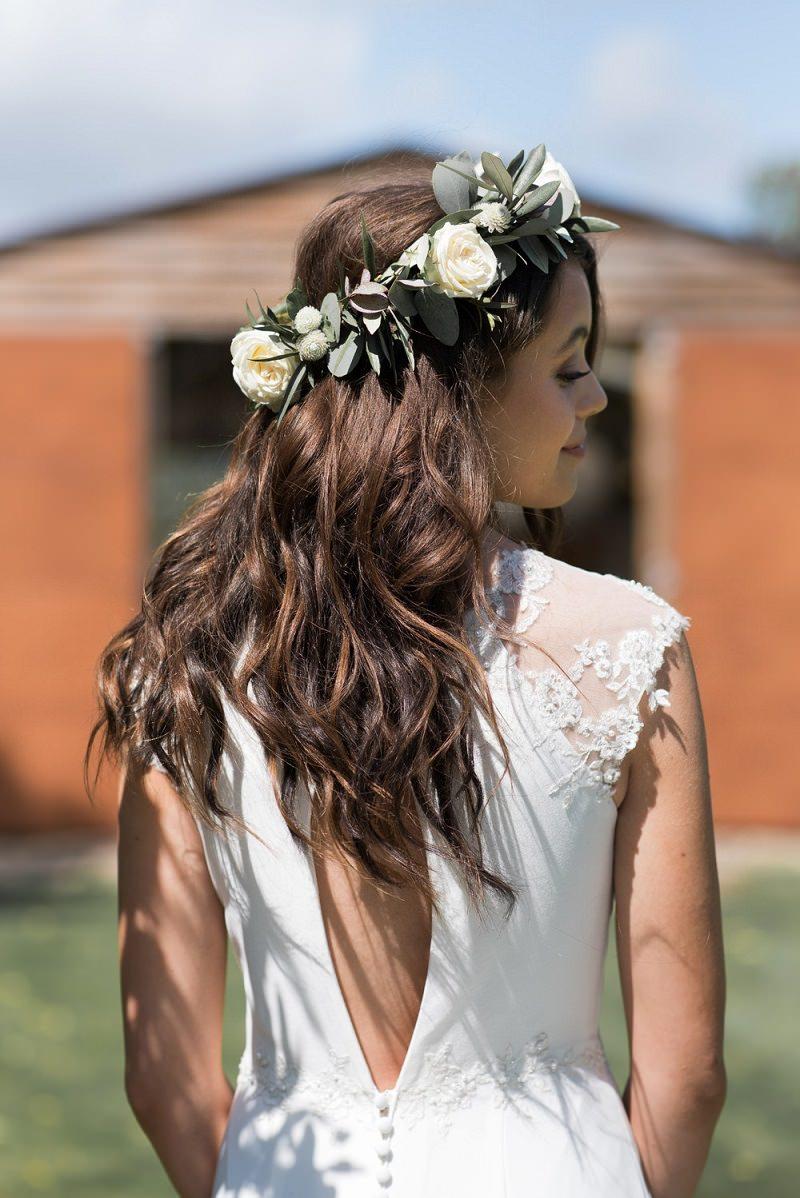 4-penteado-de-casamento-com-coroa-de-flores-naturais