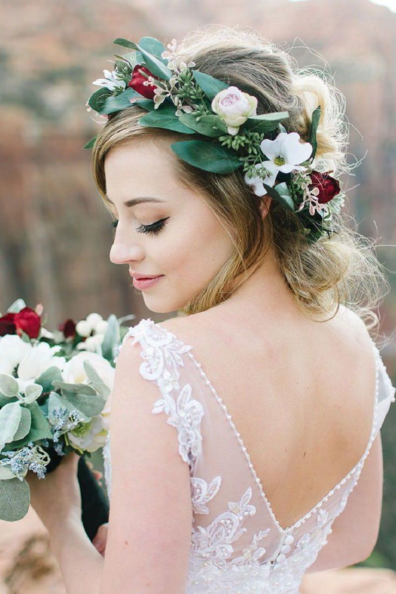 6-penteado-de-noiva-com-flores-naturais-combinando-com-o-buque