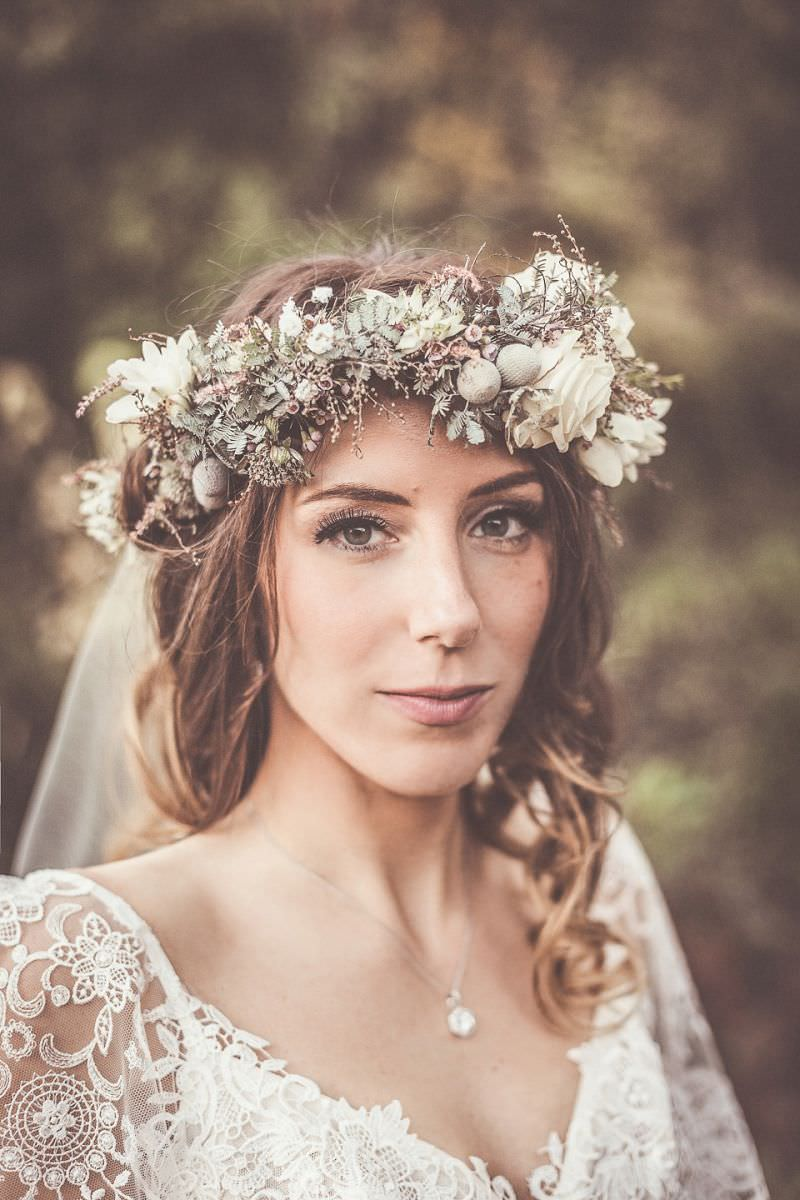 7-noiva-com-tiara-de-flores-natual