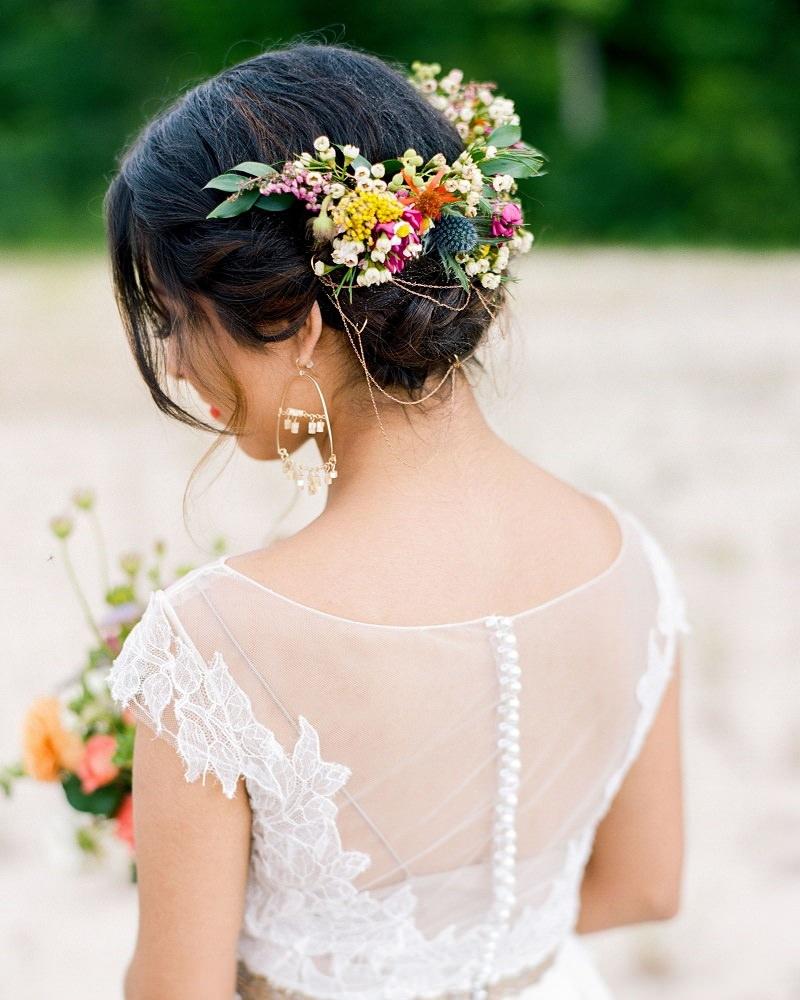 9-penteado-de-casamento-com-flores-naturais-para-casamento-no-campo