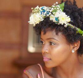 capa-penteado-de-casamento-com-flores-naturais-tiara