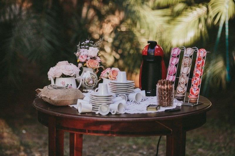 mesa-de-cafe-pequena-com-decoracao-casamento
