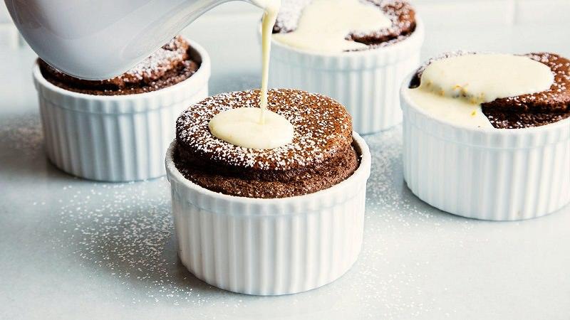 soufle-de-chocolate-com-calda-laranja-sobremesa-de-casamento