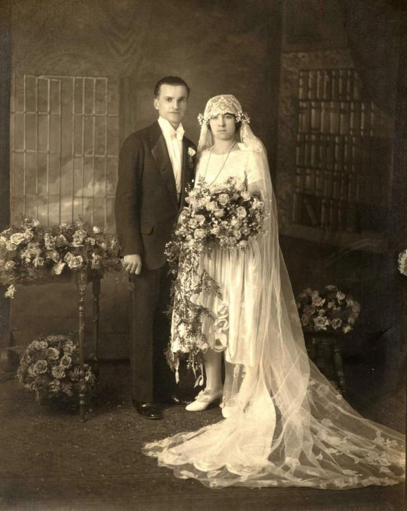 1920-buque-de-casamento-com-fitas-penduradas-vintage