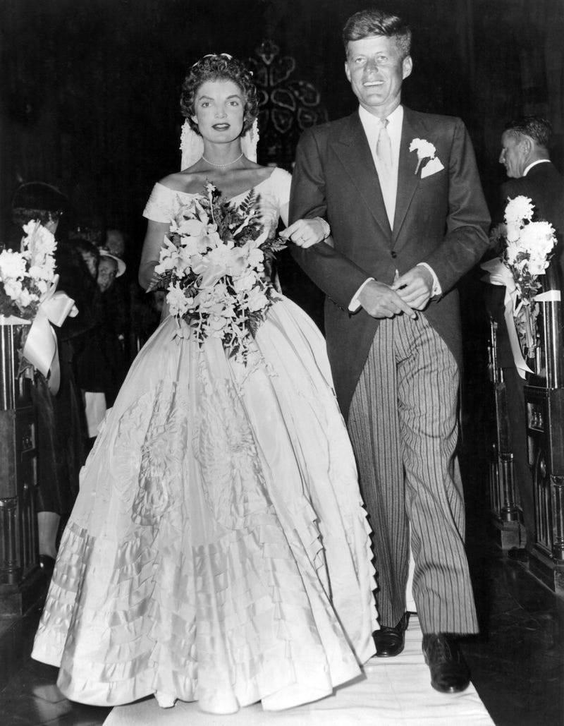 1950-casamento-jackie-kennedy-celebridades-historia-do-vestido-de-noiva