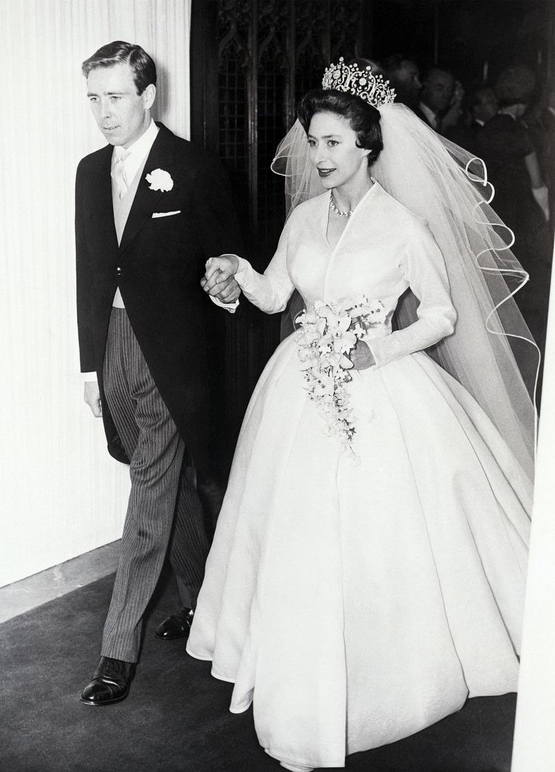 1960-princesa-margaret-e-seu-marido-antony-armstrong-buque-de-casamento