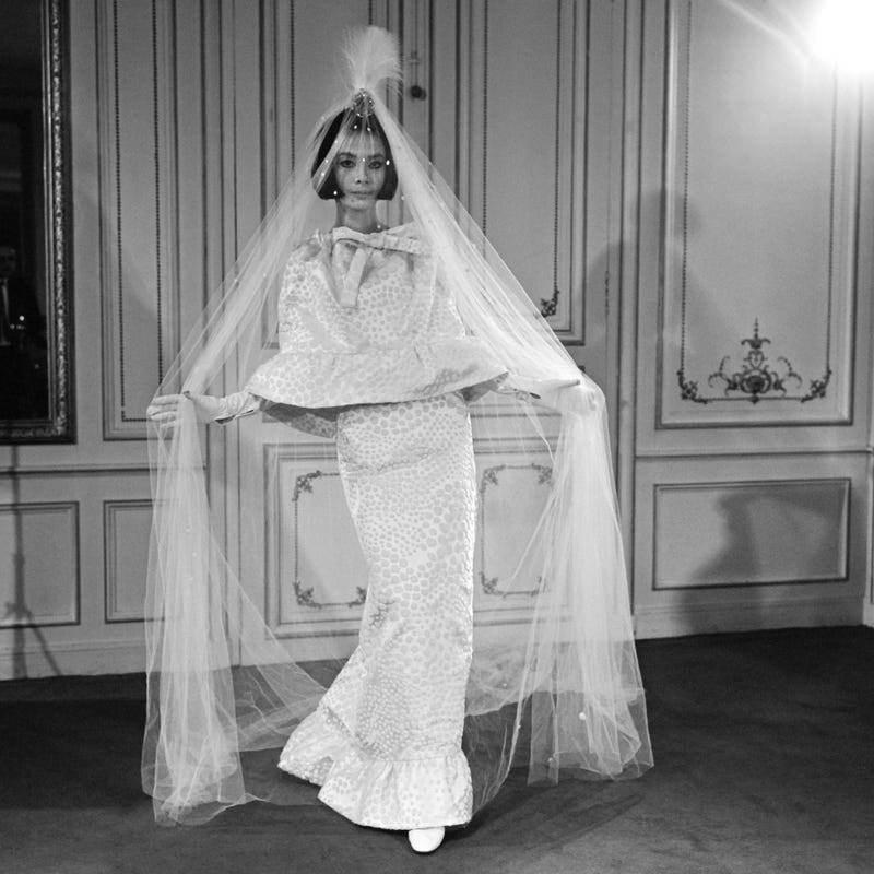 1960-vestido-de-noiva-estiloso-pierre-cardin-casamentos-decada-de-60